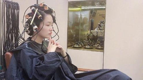 李沁微博晒做头发照片,素颜惊艳显年轻,网友直呼要看最后造型