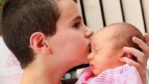 13岁男孩当爹,成全世界最年轻爸爸,孩子母亲的年龄更让人惊讶!