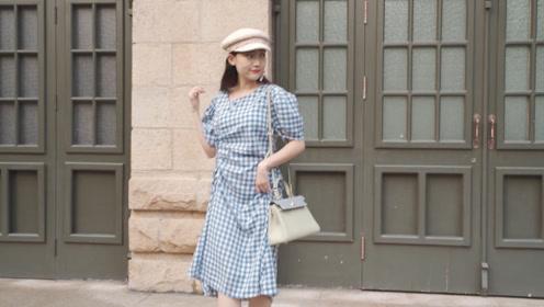 经典的格纹裙子,个性的耳环搭配,网友:这样穿减龄好看,太美了