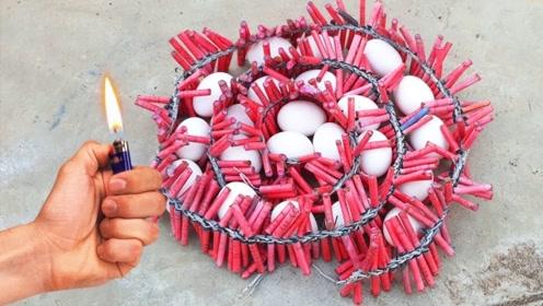 印度小哥沉迷中国鞭炮,把鸡蛋放在鞭炮上,点着会发生什么?