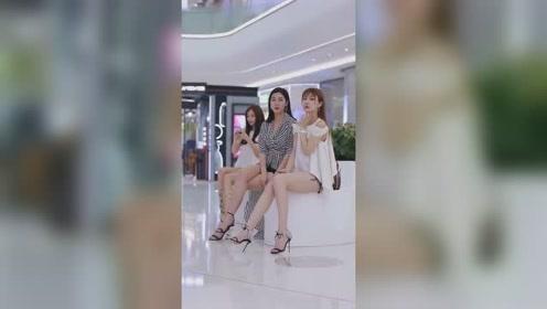 三个小姐姐都是模特吧!这大长腿真是太好看了