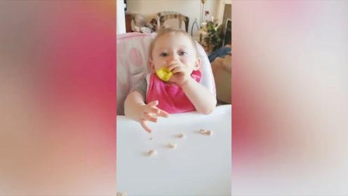 小女孩吃东西,但是却被大人给没收了,她直接哭了起来!