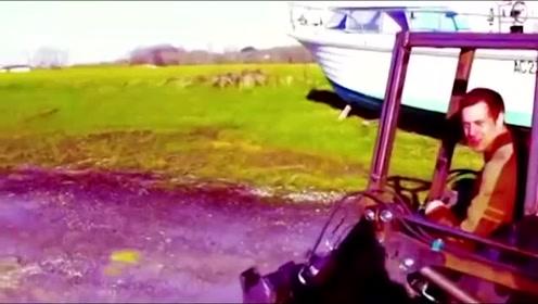 国外小伙发明的迷你铲车,灵巧轻便,这要用它干活有点危险