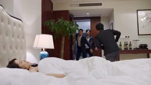 《在远方》吴晓光正欲对霍梅乱来,高畅不顾一切撞开房间门冲进去