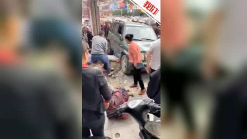 广西荔浦一越野车刹车失灵后溜 撞进候车人群致1死11伤