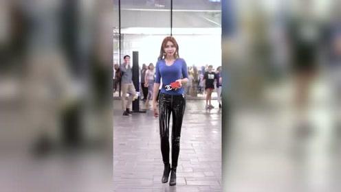 黑色皮裤也太亮太显瘦,没有大长腿的妹子是真的不敢穿