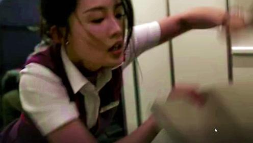 中国机长:票房破25亿被喷!看到李沁用身体挡餐车这幕,黑粉瞬间闭嘴