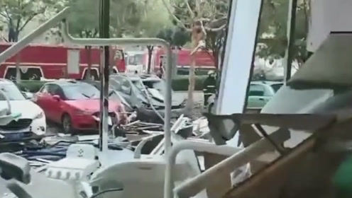 山东聊城一餐馆煤气罐泄漏爆炸 现场一片狼藉6人受伤送医