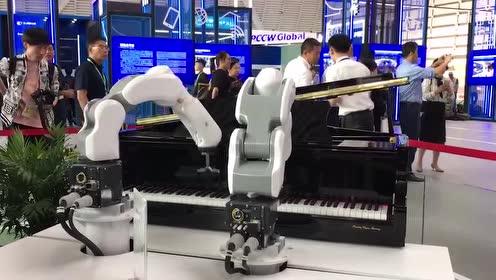 互联网大会进行时:5G驾驶、AI交互 ……一大波黑科技来袭