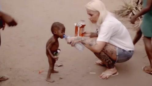 当年讨水喝的非洲小男孩,如今6年过去了,现在的他看傻众人!