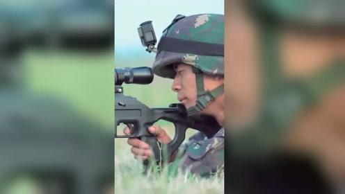 """一枪""""开门""""一枪狙杀!解放军狙击手双枪神配合"""