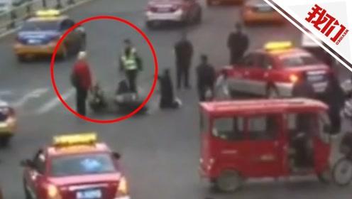 男子撞车后当街砍人被围堵 受伤交警:不能让他伤害老百姓