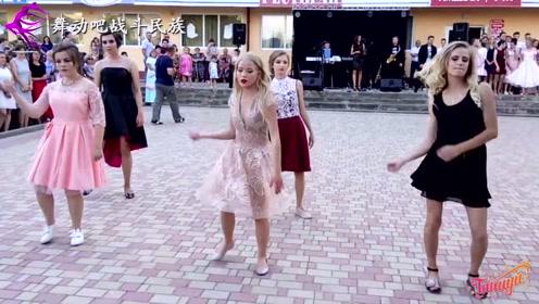 """留学时最喜欢看俄罗斯女同学跳舞了!每一个动作都很""""养眼"""""""