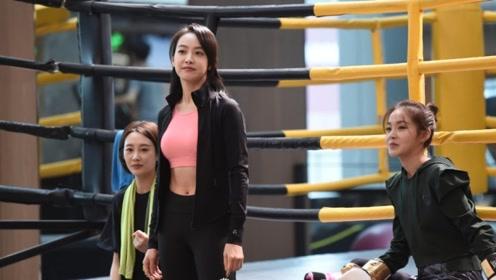 宋茜拍摄新剧穿运动背心露脐大秀好身材