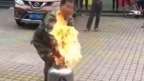 现场示范,煤气罐着火,该如何处理!