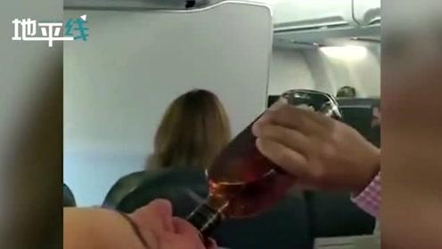 """波音737刚起飞引擎就发生故障 男乘客被吓坏狂灌威士忌""""压惊"""""""