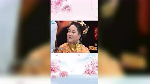 贾玲扮演皇后,关晓彤成魏璎珞,俩人比腿太搞笑!