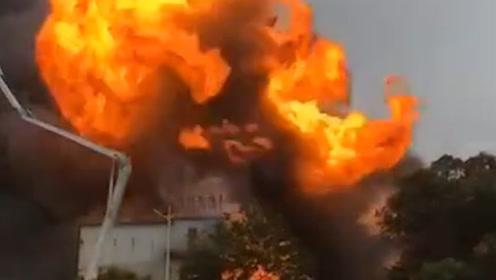 突发!东莞化工厂突发大火,现场升起蘑菇云,伤亡情况不明