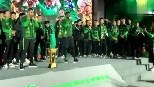 巴坎布一段Rap嗨翻全场,还大秀中文:我们是冠军