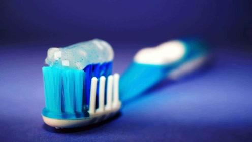 """老外发明""""懒人牙刷"""",连牙膏都不用挤,懒出新境界!"""