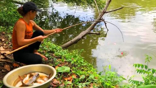 农村女孩池塘钓鱼,接二连三上钩,数一数有多少鱼呢?