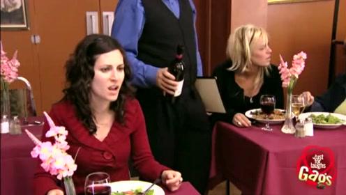 妹子被恶整,喝汤时发出呼噜声,被众人盯表情好冤枉啊
