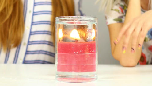 她给闺蜜变魔术,一个蜡烛瞬间变成了三个,太好玩了吧!