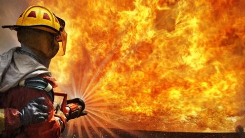 国外消防员发明新型喷水装置,这水压能把墙壁穿透!