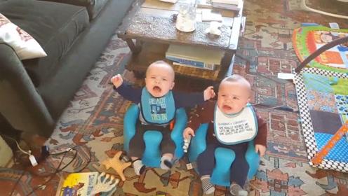 双胞胎小萌娃逼着老爹唱歌,不唱就立马开哭,这是要累死亲爸爸啊