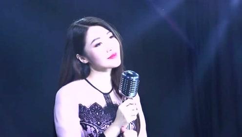 美女深情演唱《囚鸟》歌声温柔伤感,触动内心!