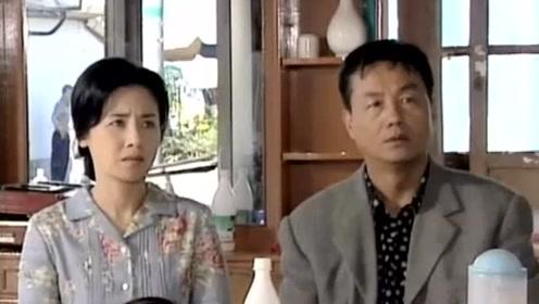 俊熙听到爸妈的谈话,得知恩熙不是自己的亲生妹妹,不敢相信