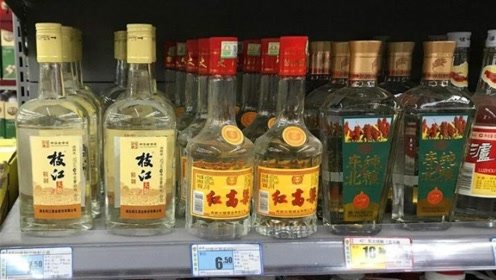 不管买什么牌子的白酒,白酒瓶上有这4个字扭脸就走,白送都不碰