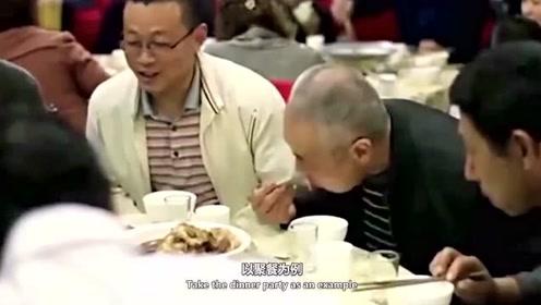 中国人每周聚餐吃二十多个菜,外国人羡慕:一年没吃几次