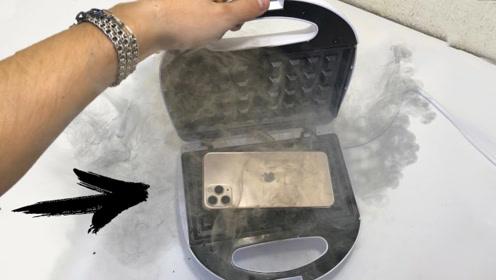 老外刚买的将iPhone11,直接放到华夫饼机,手机会瞬间融化吗?