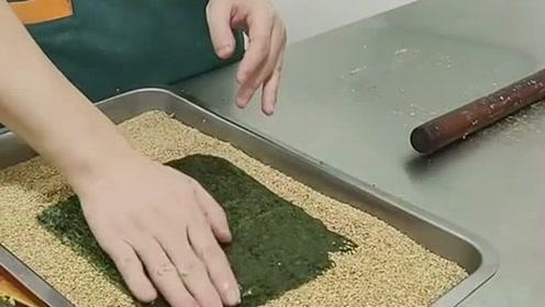 夹心海苔的制作过程,连手套都不戴!还是洗洗再吃!