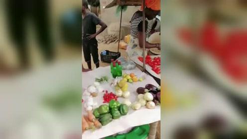 非洲卖菜市场,很多中国蔬菜