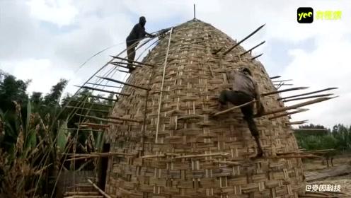 谁说非洲人懒,看他们用竹子盖出房子,可以说是大工程了