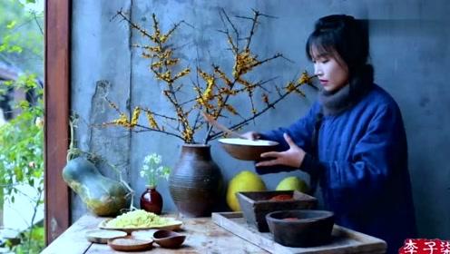 红辣的菜叶豆腐乳,架上铜锅涮点肉就能捱住整个冬