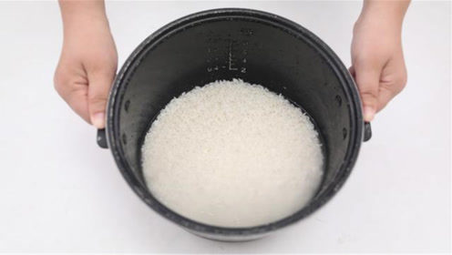 煮米饭别只加清水,教你简单方法,煮出的米饭又香又好吃,学会了