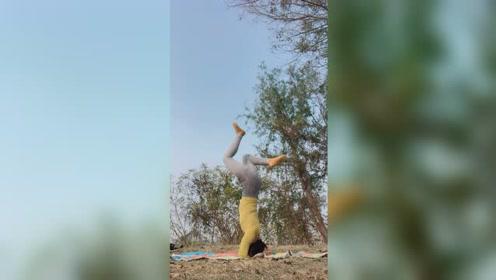 下午好。一起来做瑜伽啊