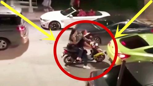嚣张摩托男载着美女疯狂挑衅豪车,谁料遇到狠人,悲剧了!
