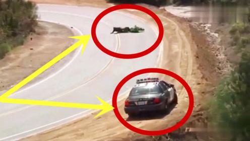 小伙骑重机狂飙,结果一过弯见到警察在等他,当场懵圈了!