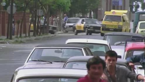 快餐车飙车各式新型武器都用上,警车全军覆没,太厉害了