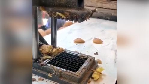 景区炸薯条,不去皮也就算了,居然还不洗,这样能吃吗?