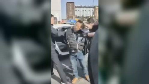 江苏海安汽车站男子持刀砍伤2人致死 背后原因令人气愤