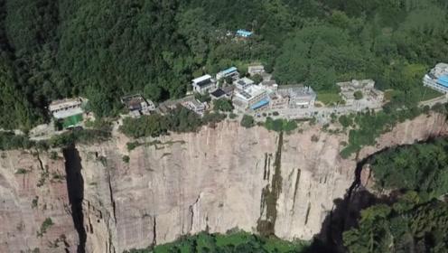 """中国""""悬崖上的村庄""""如何改变命运 这段视频在海外社交媒体火了"""