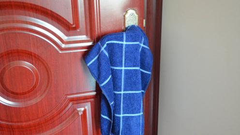 住酒店时,记得在门上挂一条毛巾,真不是迷信,看完恍然大悟