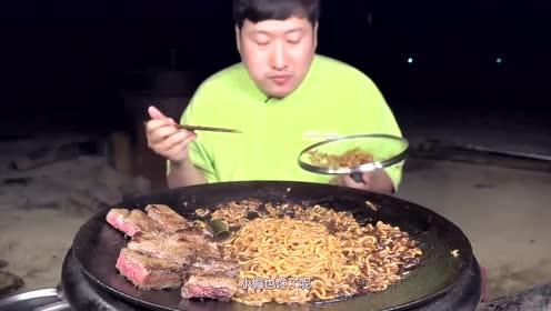 韩国哥哥秘制风味牛肉方便面,美味多汁,是向往的生活!