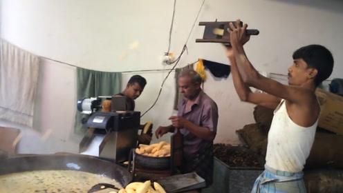 村里一家五口开家庭作坊卖小吃,1斤6块,日产1000斤还供不应求!