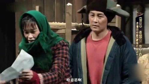 李宇春搭档张国立挑战农妇造型 绿头巾花棉袄非常接地气
